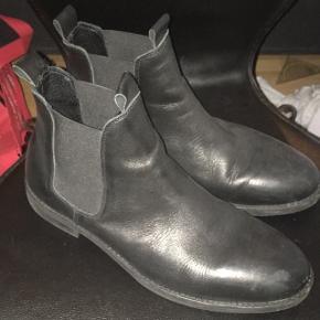 Selected støvler Np 1000 kr. Mp 300 kr.