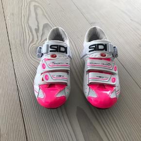 Sidi Cykel sko, de er super kvalitet og stand. De er kun brugt på 5 små cykelture. Da de desværre er for små.