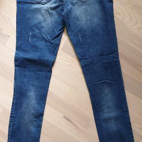 Waist 31, length 34. Blå jeans, brugt et par gange.