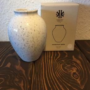 FLYTTE SALG‼️  3 for 2 få det billigste item med gratis‼️  Knabstrup Keramik vase 12,5 cm kun været ude af boksen for at tage billedet  ❌Bytter ikke 💵Betaling med Mobilepay eller Trendsales salg 🛍Afhentning i Vanløse 📦 Sendes KUN gennem Trendsales