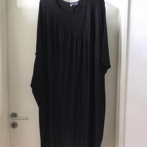 Lækket oversize Jersey kjole  Str 4 ( 50-52 )   Ny pris 900 kr