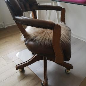 Super cool Chesterfield kontor stol. Fejler absolut intet. Retro stil. Nypris 24.000. Kan afhentes i Varde eller bringes i strækningen Varde - Odense