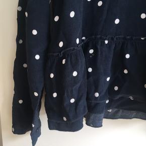 Prikket bluse fra Samsøe samsøe. Fremstår ubrugt.