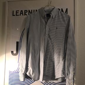 Fin skjorte brugt maks 6 gange. Se også mine andre annoncer 🍊🍁