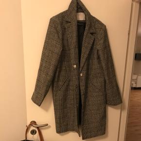 Sælger ternet jakke str 38/40 - aldrig brugt. 350kr inkl