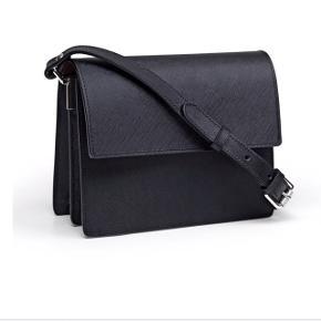 GANNI Gallery accessorie taske i sort kalvelæder  Aldrig brugt