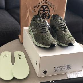 Sælger disse Adidas Consortium Futurecraft 4D FootPatrol '1/400' Str. 44 / US10 / UK9.5. Pris: 6800 kr. DSWT  Disse sko er ekstremt limiteret og kun produceret i 400 par. Der medfølger kvittering og en limited plakat (nr 105/150) fra droppet i London.  Kan afhentes på Amagerbro eller sendes med T&T for 39,-  Tjek også mine andre annoncer.