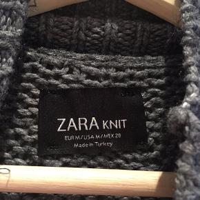 Grå turtleneck fra Zara. Passer en str. S/M.