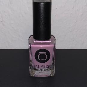 Nilens jord neglelak i farven lavender.  Aldrig åbnet.