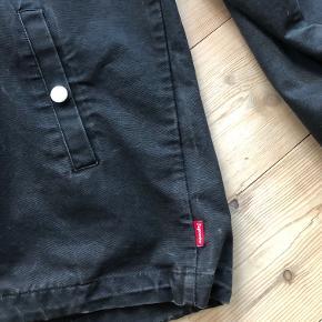 Nike x Supreme Half-Zip Pullover Jacket. Jakken fremstår brugt men i god stand og uden mærker eller huller.
