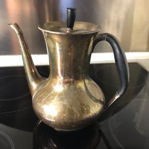 Meget fin Atla Cohr kaffekande . Ingen buler eller ridser . Trænger til pudsning 🌸