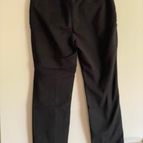 Lækker ankel lange Zara Basic buks med blonde på benene  Str - L  Super flotte  Mp 150 pp