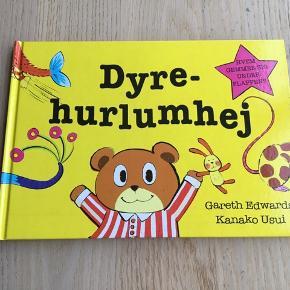 Sælger denne bog. Dyrehurlumhej - hvem gemmer sig under flappen, skrevet af Gareth Edwards og Kanako Usui. Hvad sker der, hvis man blander en fisk med en kat? Spinder den? Og har den pels? I den her bog kan små børn lære noget om dyr på en sjov måde. Kommer fra et ikke ryger hjem. Er som ny, kan afhentes i 2990 Nivå eller sendes mod betaling