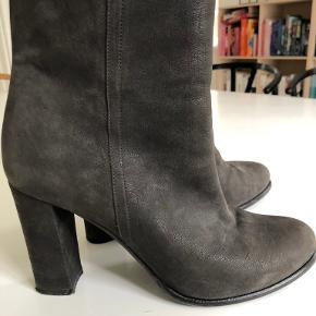 Yvonne Koné støvler