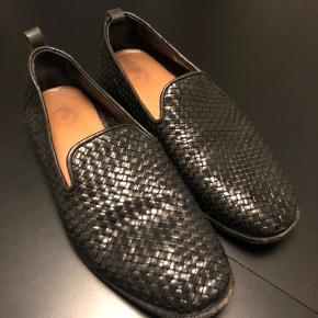 Loafers i flettet læder  Kan sendes