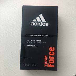 Helt ny herre parfume fra Adidas til mænd. Købt inde på Nicehair.dk Befinder sig i Aalborg :).