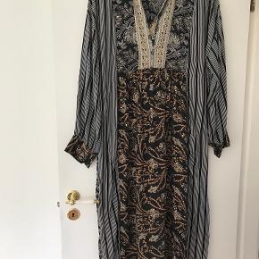 Black colour kjole