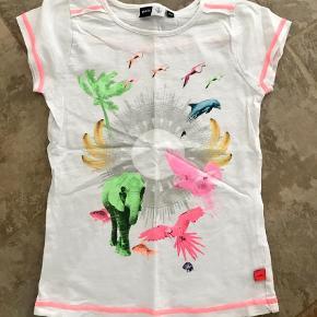 Varetype: T-shirt Farve: Multi Prisen angivet er inklusiv forsendelse.  Så fin t-shirt som kan bruges det det hele 👍🏻 HUSK at kigge igennem mine andre annoncer - har mange BYD!