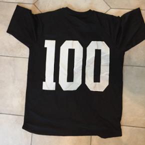T shirt fra won hundred. Str medium. Aldrig brug