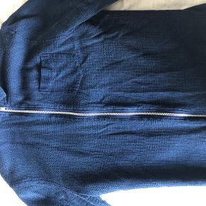 Skjorte med lynlås. Nypris 700 kr.