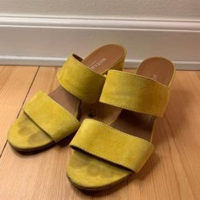 Fineste heels fra Notabene. De er forsålede. De sælges kun, da de er for små.  De sælges for 150 + porto eller afhentes på Østerbro.