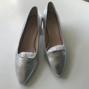 Shoe the Bear heels