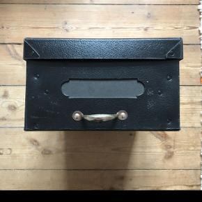 Gammel arkivbox Har 2 stk  Måler: 26x40 cm