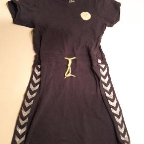 Hummel kjole str 152  Gmb Pris 75 kr pp MobilePay