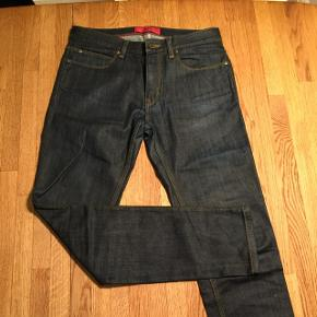 Hugo. Str. 30/32. Japansk denim. Slim fit.