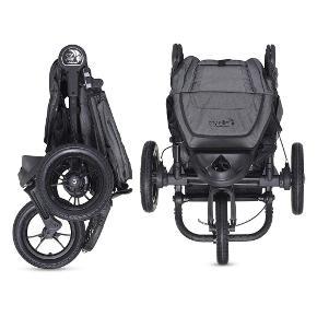 Baby jogger City Elite i flot grå. Der medfølger regnslag og bøjle. Den der låser dreje hjulet foran virker ikke hele tiden Men jeg har også kun brugt den med sving hjul.