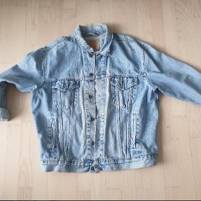 Vintage levis, brugt som oversize jakke. Med slitage i kraven str xl