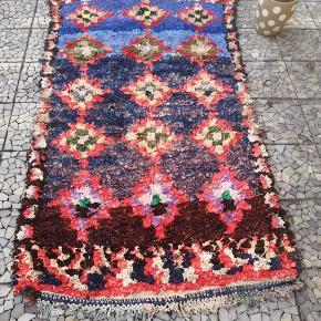 NY Håndlavet Marokkansk tæppe Bomulds tæppe, Marokkansk tæppe,  boucherouite tæppe, Kan vaskes i vaske maskine.   De venligst mine andre annoncer  Levering eller forsendelse gratis. 14 dage bytte garanti  Måler 210 x 110 cm