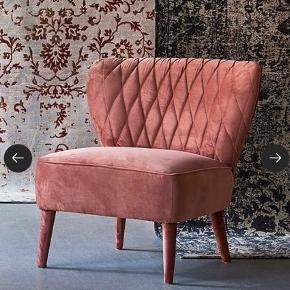 Jotex lænestol  Aldrig brugt  Nypris 3500 kr  Virkelig smuk lænestol.    Har tilhørende puf til salg også i samme serie!   Mål  Højde 73cm Dybde 78 cm Bredde 75 cm