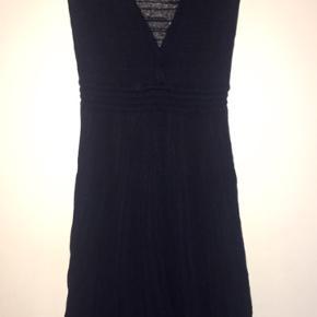 Super flot og feminin strik kjole i den lækreste kvalitet fra det franske mærke la fee maraboutee
