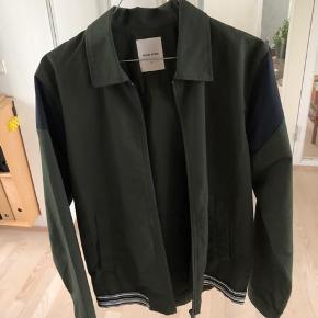 Luksuus jakker til sommeren, du ville elske den. Sælger da den er blevet lidt for lille til mig