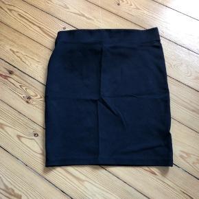 Ruskind's nederdel 60 kr Sko / støvler str 37 , 75 kr.