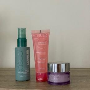 Forskellige beauty produkter;   Toni&Guy saltvandsspray til håret 50,-  Clarins 'take me day off' 95,-  Bioderma mild cleansing foam gel 95,-   Sælges samlet for 210,-