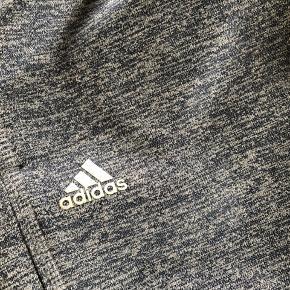 Adidas bukser  Brugt en enkelt gang