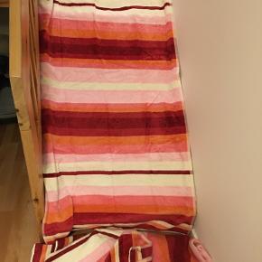 3 store Gant badehåndklæder fra magasin sælges samlet til 600krStykket 250kr Np stykket 499kr Mål 180 langt 94 bred. Alle vasket i neutral . Hentes på Frederiksberg