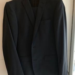 Slim fit nedvin jakkesæt med tern