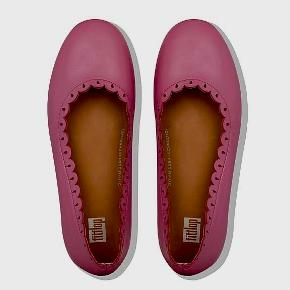 Ubrugte Fitflop ballerinasko i læder i str. 36 Almindelige i størrelsen Prisen er fast Kan afhentes i Nivå eller Gl. Holte  Sender også gerne