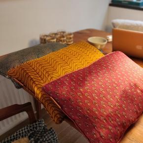 Lækre puder fra cosy living. Sælges samlet   Ny pris: 987 kr Mp: 300 kr