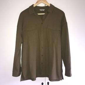 Army grøn skjorte fra envii, brugt 1 gang. Np: 400kr
