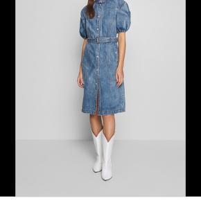 Lækker kjole, der desværre er købt for stor! Brugt få gange og fin som ny😊