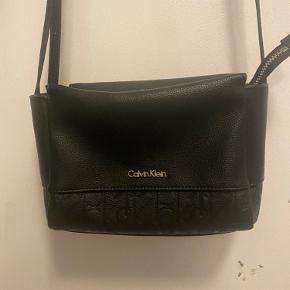 Calvin Klein taske brugt få gange  Sælges da den ikke helt er mig alligevel    Velkommen til at byde 😊