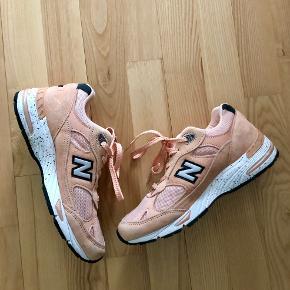 Sælger mine super cool laksefarvede sneakers fra New Balance. Kun brugt et par gange og har kun enkelte brugsspor, og fremstår derfor næsten som nye.🌸🌸🌸
