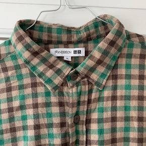 JW Anderson X Uniqlo skjorte