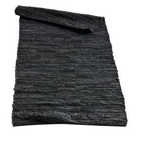 Muubs tæppe + puf I sort og grå flettet håndvævet læder. Virkelig fin stand. Sælges samlet.  Nypris puf 1199,- Nypris tæppe 999,-  Mål tæppe: 70x155