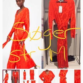 Jeg søger denne maxi kjole fra zara i str. M
