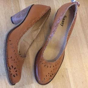 Smukke sko - fodlængde 26,5 - der er ikke perler bagpå mine